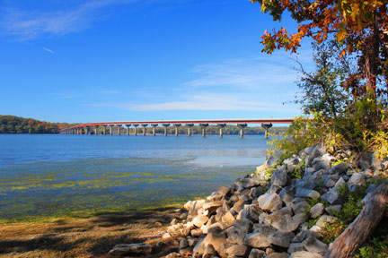 John Coffee Memorial Bridge / Tennessee River
