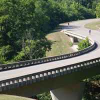 Natchez Trace Parkway: Nashville - Franklin | S curve north of Leiper's Fork - bicyclists.