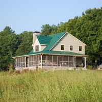 Creekview Farm Retreat Bed and Breakfast - This three bedroom guest house is located on a real working farm.