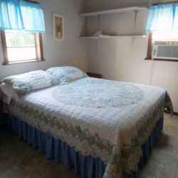 The Red House - 2 Bedroom Cottage - Bedroom