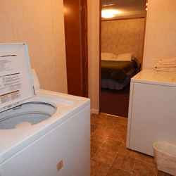 The Aluminum Lodge - 2 Bedroom Cottage - Laundry Room