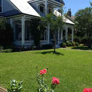 Bluff Top Bed and Breakfast next to the Natchez Bluff Trail.