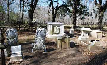 This small cemetery sits just off the Natchez Trace Parkway.