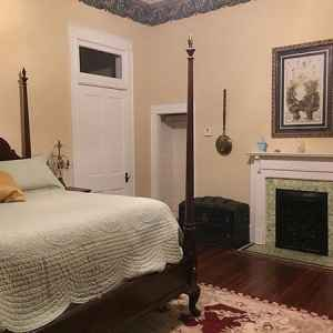 Henry Hughes Room at Collina Plantation Inn B&B