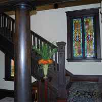 Maple Terrace Inn - A beautiful, wooden staircase leads you to the upstairs bedrooms.
