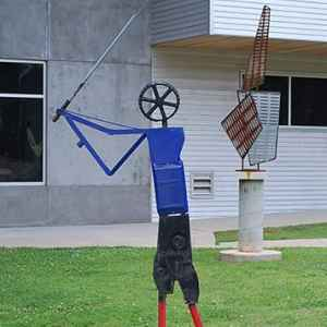 Golfer on display in front of the Mississippi Crafts Center.
