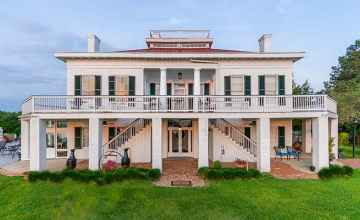 Weymouth Hall Bed and Breakfast - Natchez, Mississippi