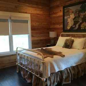 Back Room with a Queen Size Bed - Kosciusko B&B