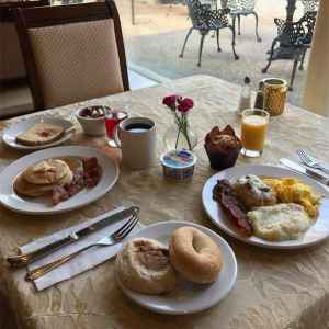 Breakfast Hours: 8 to 10 am - complimentary for Inn Guests