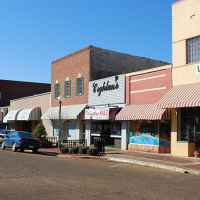 Sidewalks and abundant parking in Kosciusko create a shopper friendly atmosphere.